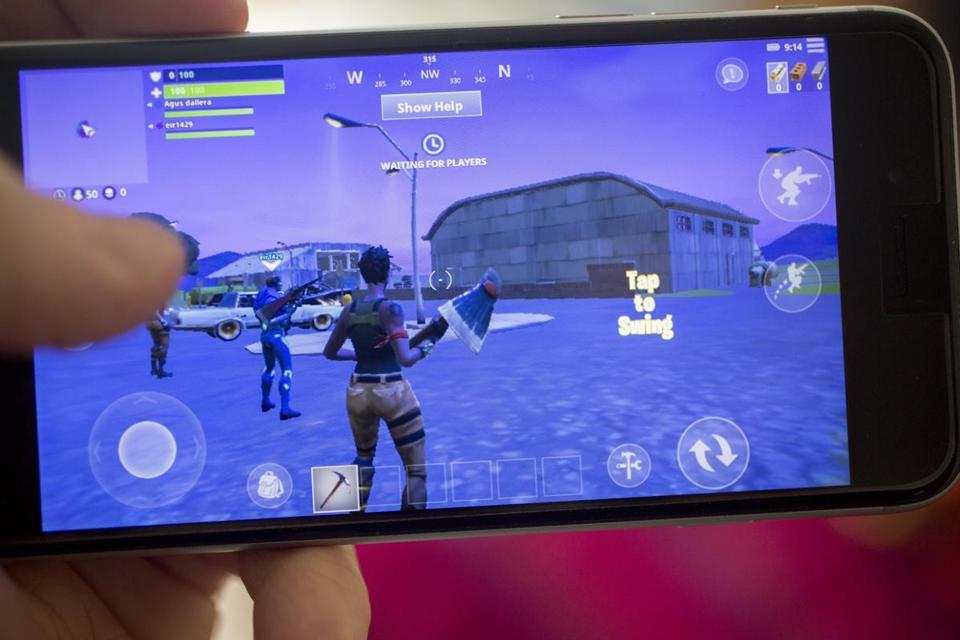"""""""Fortnite"""" es un juego multijugador de supervivencia que se ha llamado un cruce entre """"Minecraft"""" y """"The Hunger Games""""."""